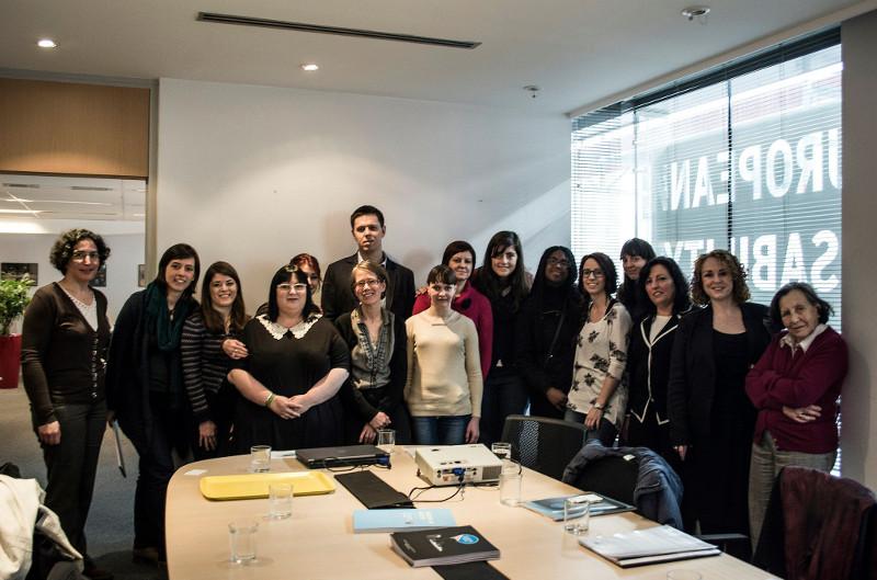 Visita de Autismo Burgos con el proyecto Autism in Pink al Parlamento Europeo y al Foro Europeo de la Discapacidad