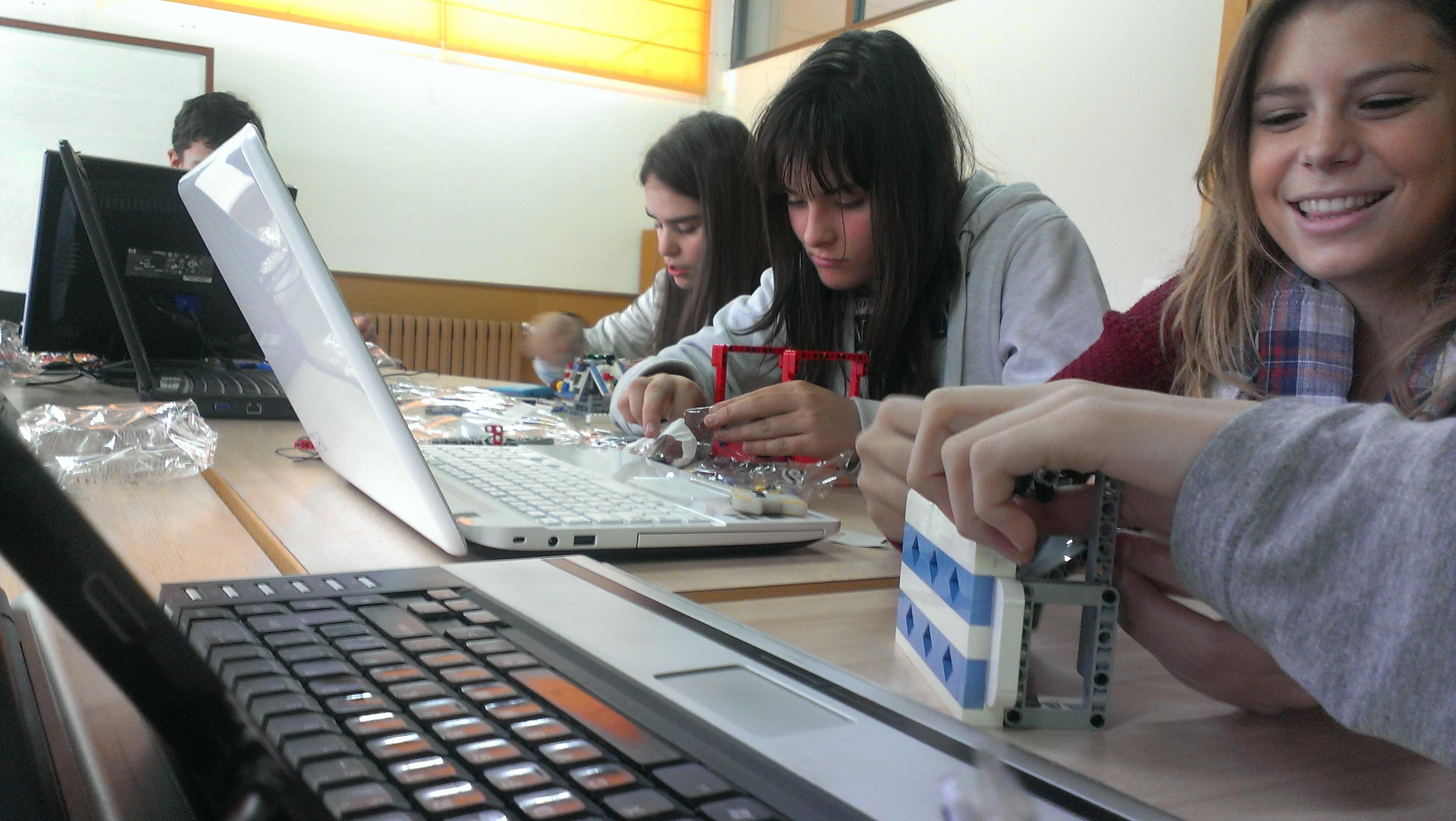 equipo robótica autismo burgos