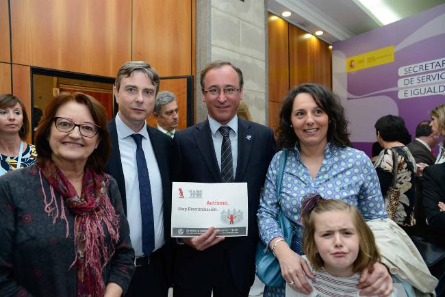 Presidenta Autismo y ministro de sanidad_abril_2015