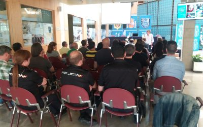 Javier Arnáiz informa al personal de la Policía Nacional de Burgos cómo tratar con personas con Autismo